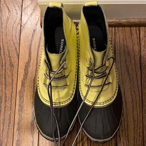 Bright yellow Size 8 Sorel out and about boots.